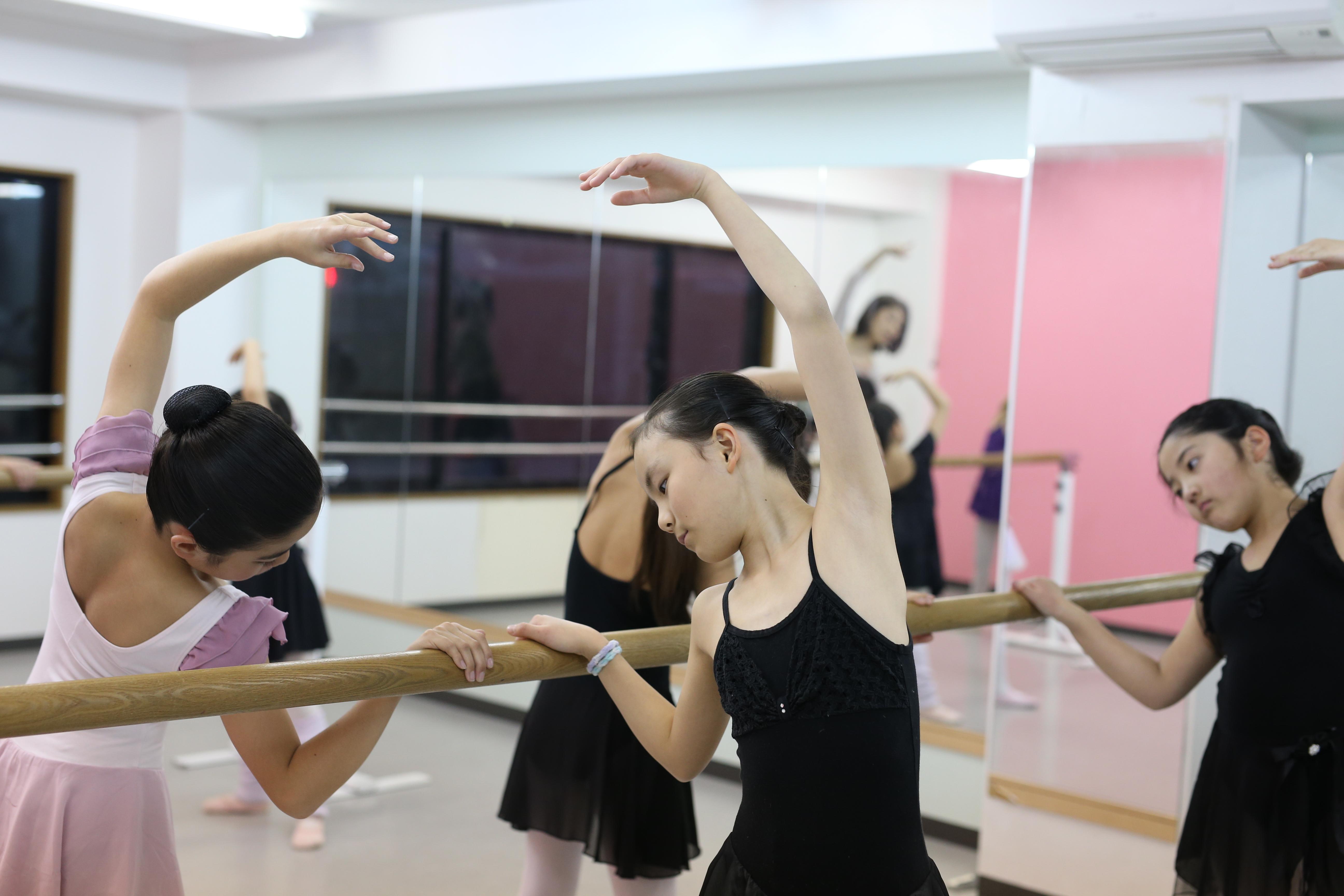 バレエ教室のレッスン風景